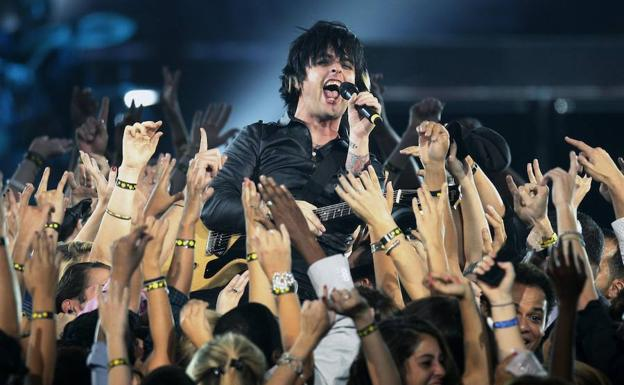 Billie Joe Armstrong de Green Day en una actuación. /REUTERS