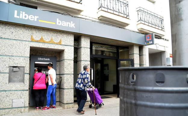 Liberbank gan 67 millones de euros hasta junio un 7 8 for Oficinas liberbank barcelona