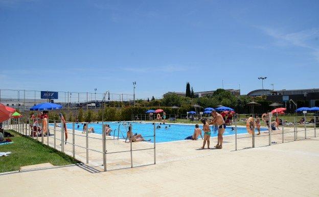 Las piscinas de verano cerrar n a mediados de septiembre hoy for Piscina municipal san roque