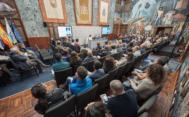 Presentación de la obra ayer en el Cabildo de Tenerife.