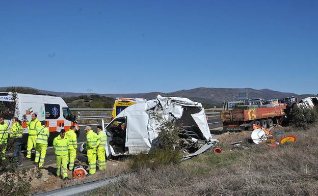 Imagen de los destrozos ocasionados por el choque./DAVID PALMA