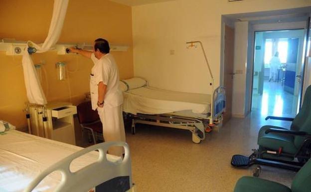 Imagen de archivo de una habitación de un hospital extremeño: /