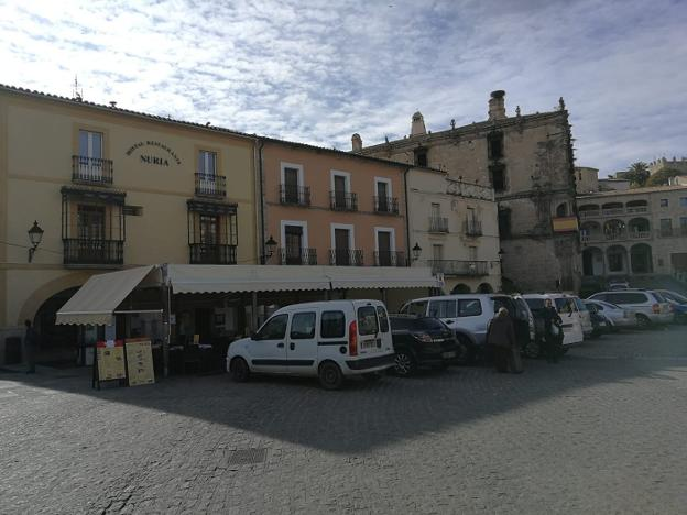 Estacionamientos en la plaza Mayor /JSP