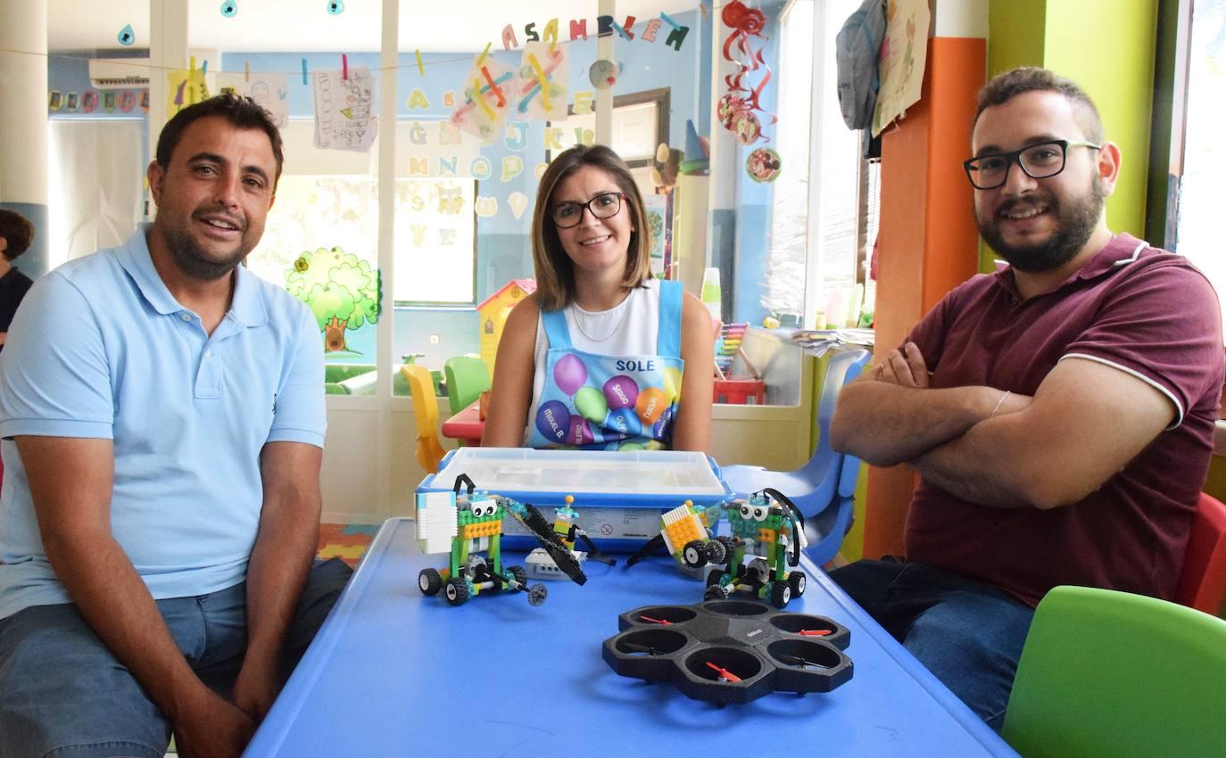 Sergio Mena, Soledad Sánchez y Manuel Diaz, en diferentes elementos /JSP