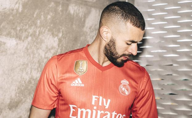 La tercera equipación del Real Madrid será coral y de plástico  13d07099caa61