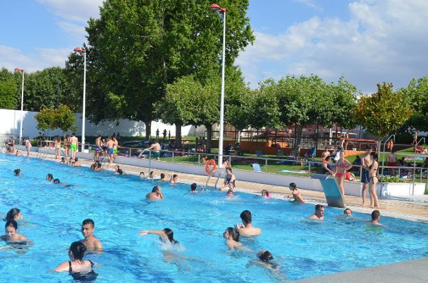 La piscina municipal de villanueva de la serena incrementa for Piscina don benito