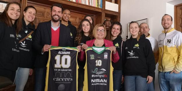El equipo fue recibido en la Diputación cacereña. :: al-qázeres/