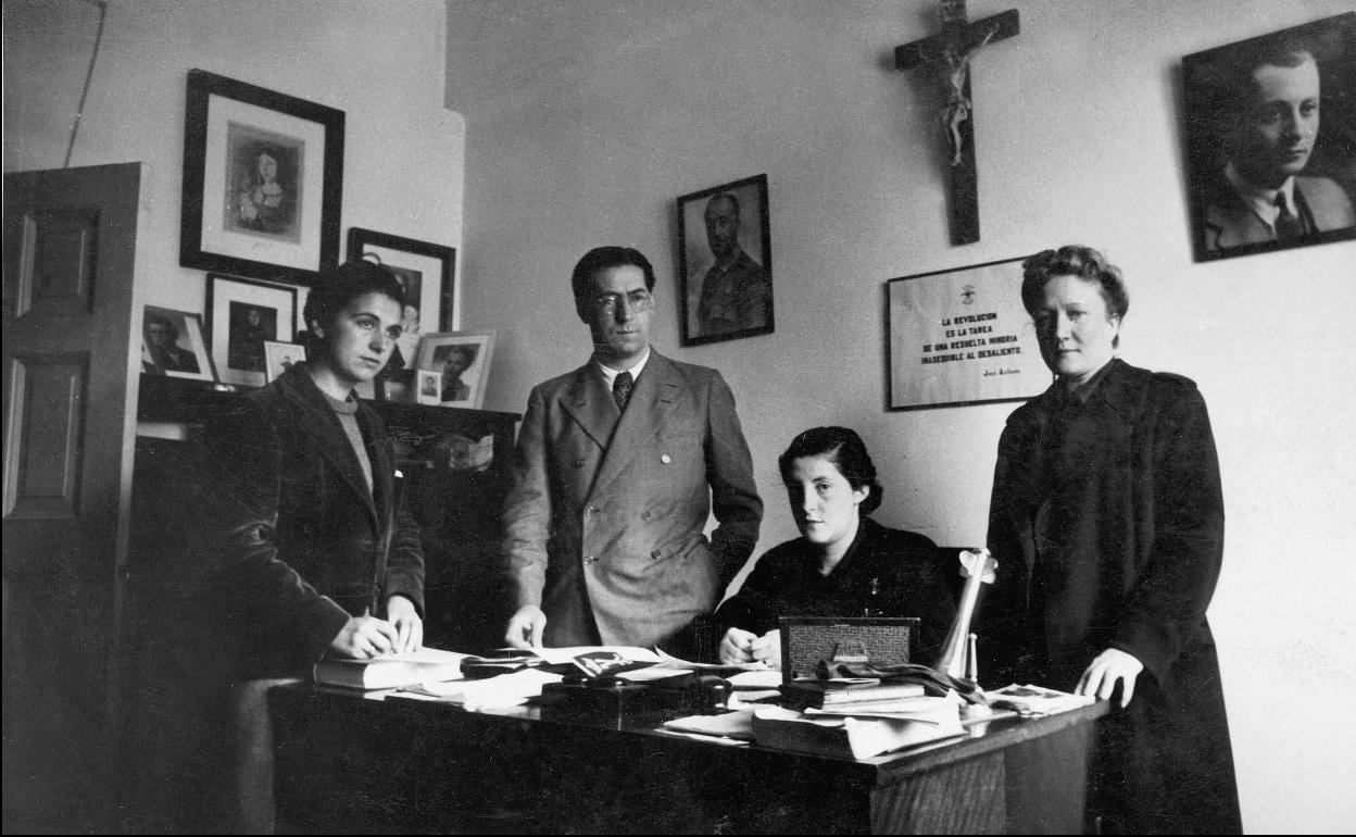 La Sección Femenina, el rostro de mujer del régimen de Franco | Hoy