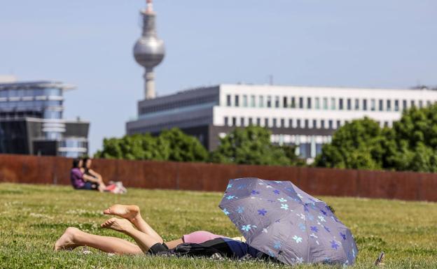 Berlineses tomando el sol