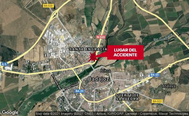 Un policía local y un vigilante reaniman a un trabajador que cayó inconsciente al suelo en Badajoz