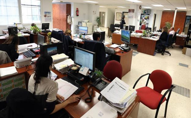 La Junta convocará este año más de 4.300 plazas de empleo público