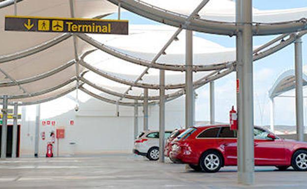 Dónde están los parkings más caros y más baratos de los aeropuertos españoles