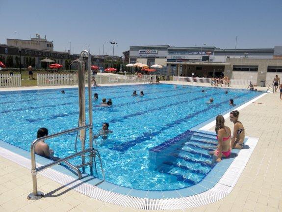 Las piscinas de verano abrir n a mediados de junio hoy for Precio piscina municipal madrid 2017